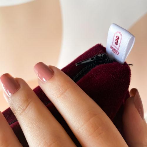Vernis à ongles vegan rose, un nude qui convient à toutes les peaux