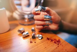 Les papillotes pour retirer son vernis à ongles semi-permanent