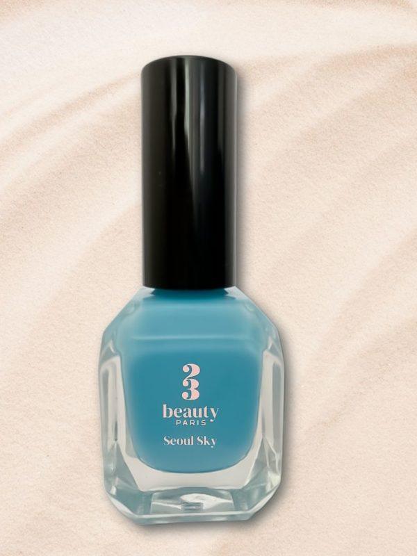Le vernis à ongles vegan bleu ciel, Séoul Sky, de la marque 23Beauty Paris