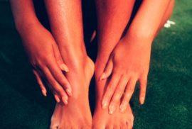 Cette photo accompagne l'article sur le sujet comment prendre soin de ses pieds.